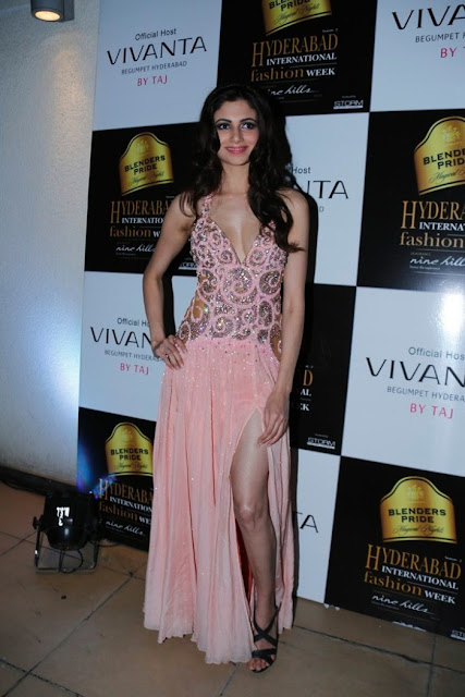 Miss-india-Simran-Kaur-Mundi-international-fashion-week-2012+(4).jpg