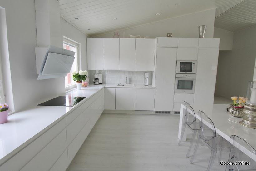 Meidän uusi valkoinen keittiö  Coconut White