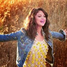 selena gomez wearing a jean jacket