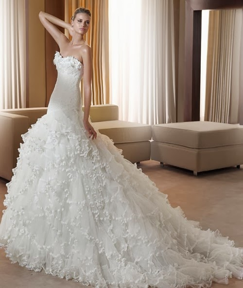 """<Img src = """"Fantastica-e1278966902551.jpg"""" alt = """"vestido novia volantes"""">"""