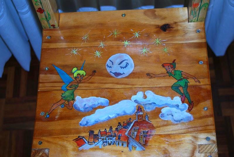 como hacer una trona de madera reciclada.Pintura