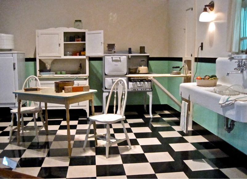 The Country Farm Home: Farmhouse Style Kitchens with Checkerboard Floors
