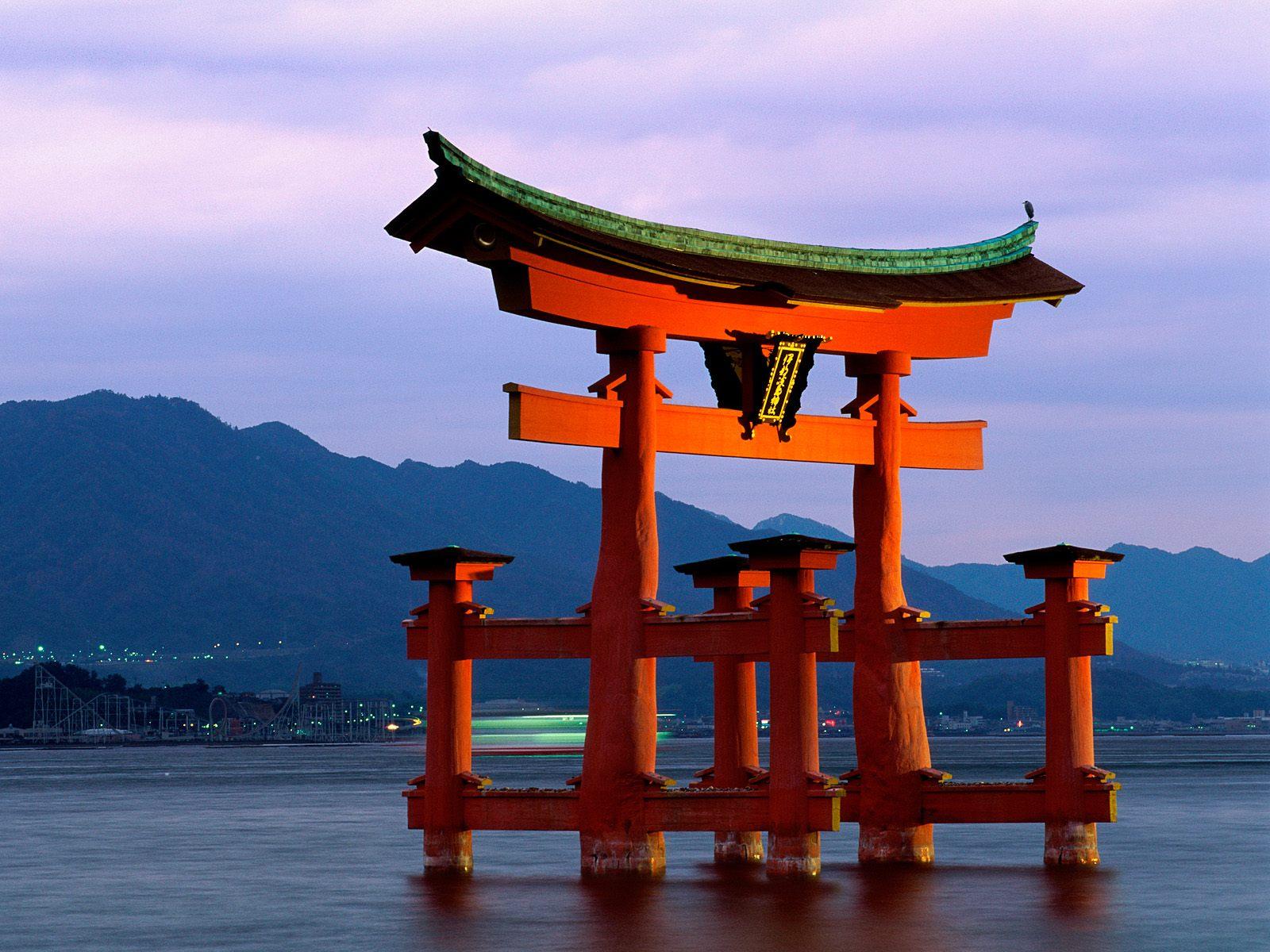 Itsukushima Shrine - Sights