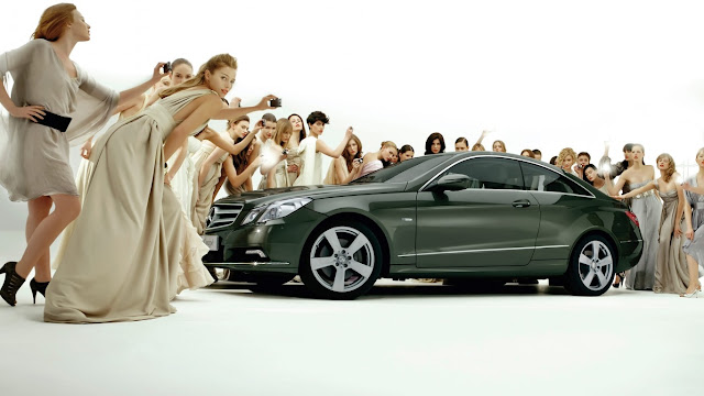 Cars mercedes benz financial services on girl canada lady for Mercedes benz truck financial