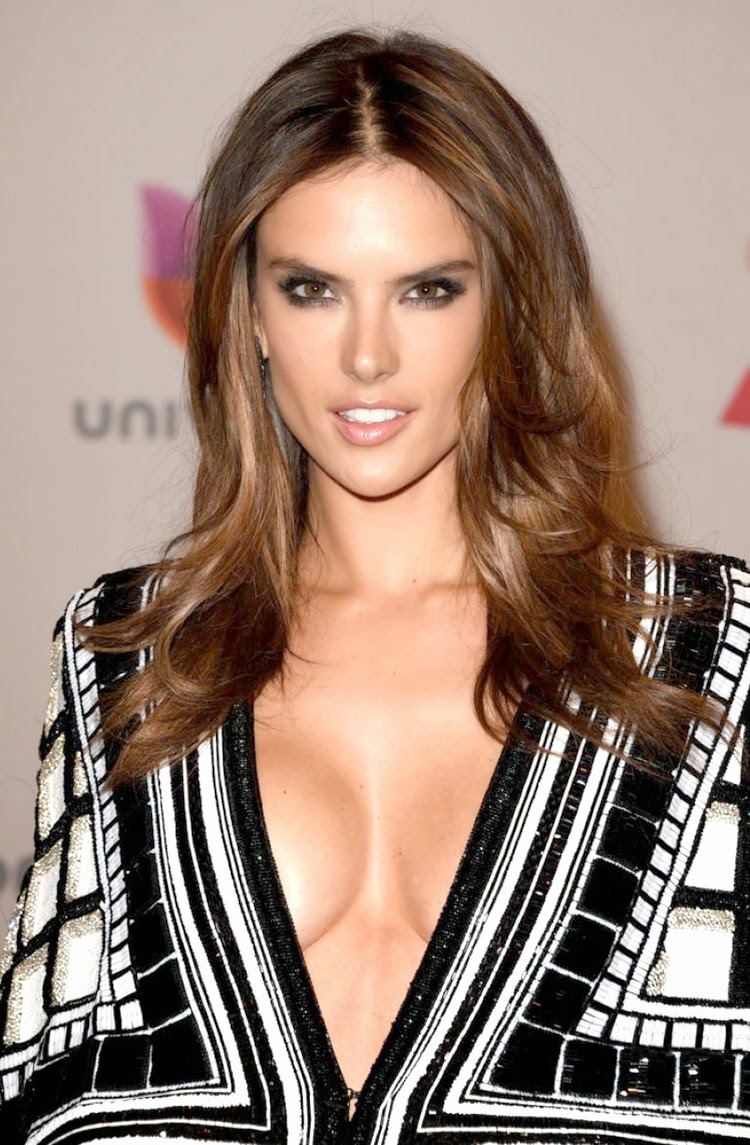 Alessandra Ambrosio at 2014 Latin Grammy Awards Red Carpet Arrivals