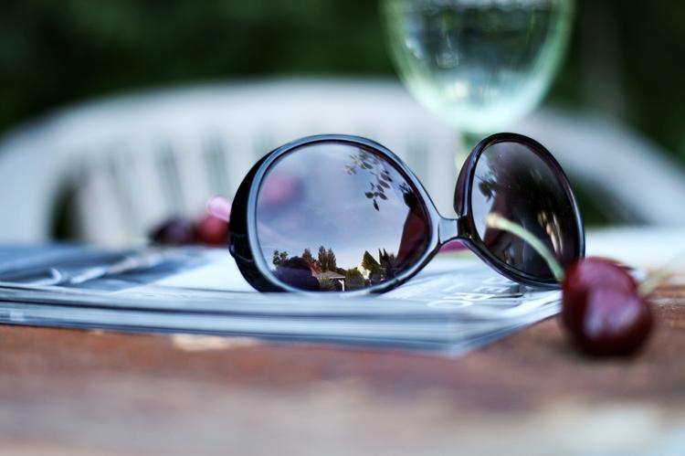 Sonnenbrille mit Spiegelung des Gartens { by it's me! }