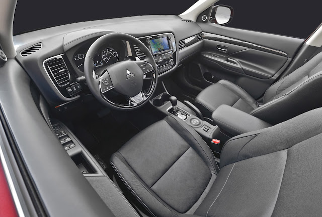 Interior view of 2016 Mitsubishi Outlander GT S-AWC