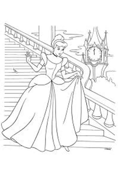 صورة الأميرة سندريلا وهي مسرعة بعد نفاذ الوقت لفستانها مع الساحرة للتلوين