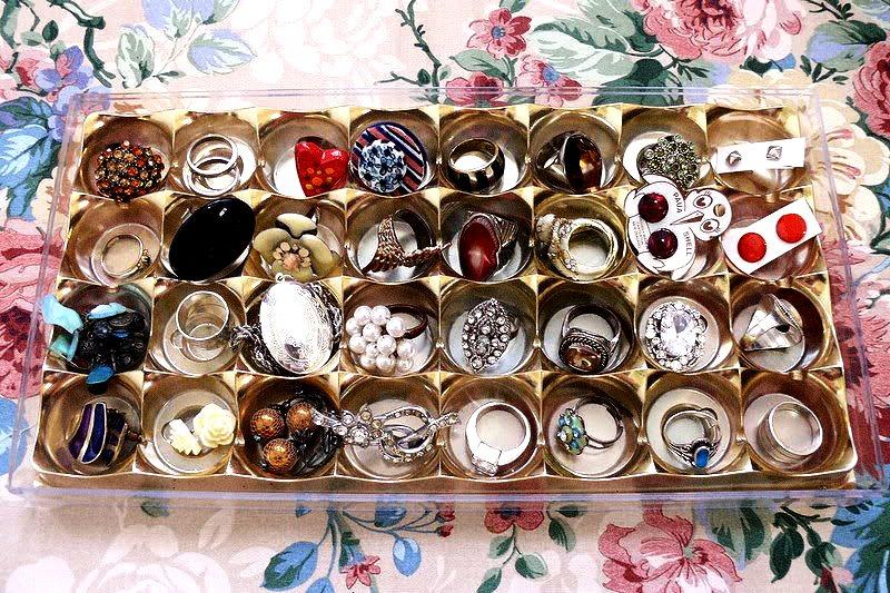 http://1.bp.blogspot.com/-ZV-mkpoGQCY/TyFLMtsClaI/AAAAAAAACHg/d18iItX5AcY/s1600/owl+vs+dove+jewelry+box.jpg