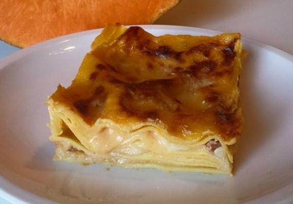 lasagne integrali con zucca, provola e speck