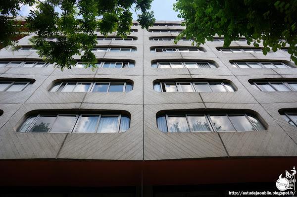 Paris 13ème - Foyer de jeunes filles, rue Tolbiac  Architectes: Atelier de Montrouge  Ingénieur: Nikos Chatzidakis  Polychromie: Charles Le Bars  Construction: 1969 - 1974