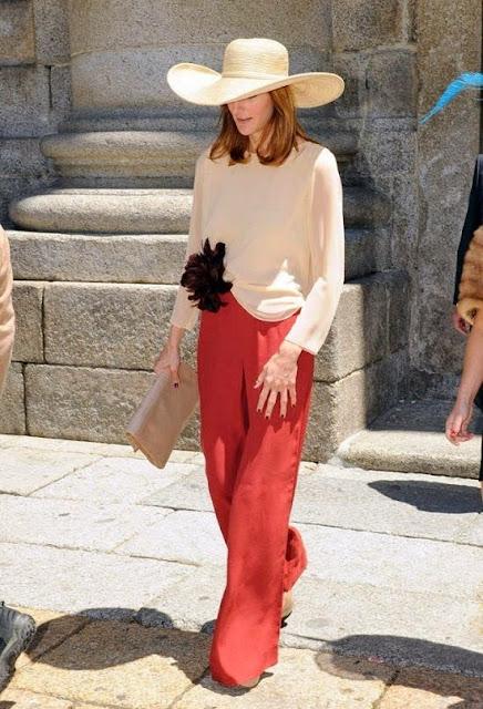 Esencia Trendy Inspiración Invitada boda pantalones palazzo look outfit evento pantalon pamela