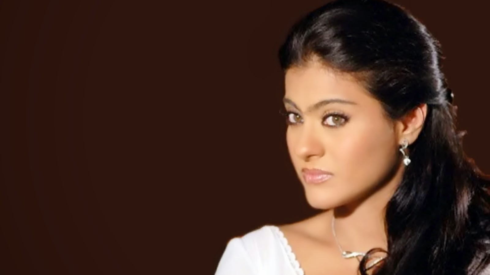 oringernal name kajol mukharjee birth of date 5 august 1957 birth place mumbai hair colour balck height 5 5 language hindi english