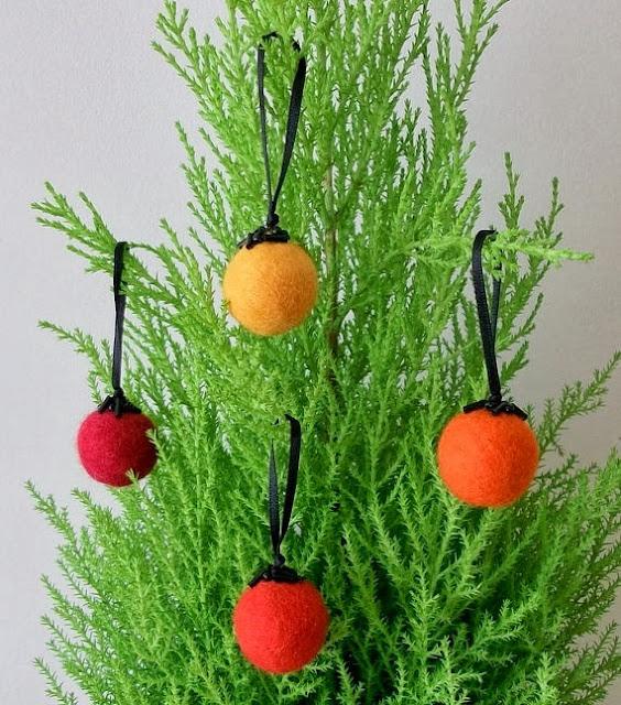 Felted Fall Ornaments - 8 Great Fall Felt Crafts! www.twenty8divine.com