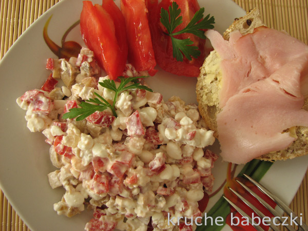 Serek wiejski, papryka i pieczarki marynowane