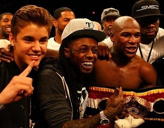 Justin Bieber Cheers on Boxer Floyd Mayweather With 50 Cent and Lil Wayne
