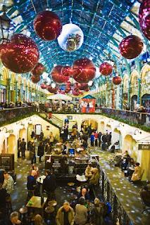 Decoratiuni de Craciun centru comercial Londra