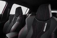 Peugeot 308 GTi Alcantara bucket seats