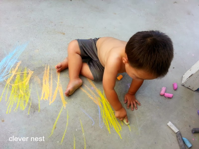 Chalk play, and 21 other ideas to keep Toddlers busy, while Preggo! #free #99cent #clevernest #maternity #roundup #bedrest #sickday #preschool #artforpreschool