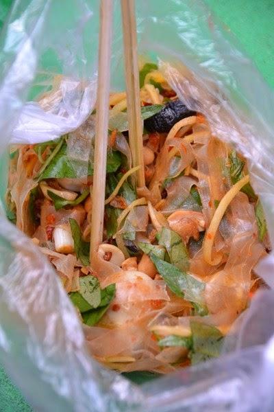 cuisine vietnamienne salade de feuille de riz ou banh trang tron. Black Bedroom Furniture Sets. Home Design Ideas