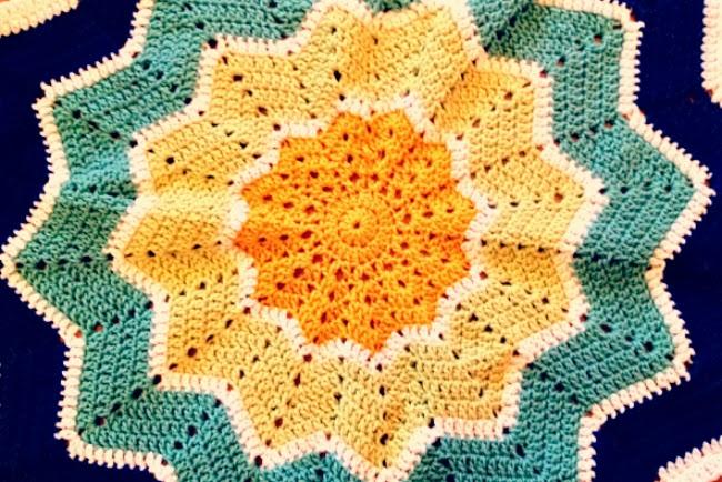 Crochet round ripple baby blanket