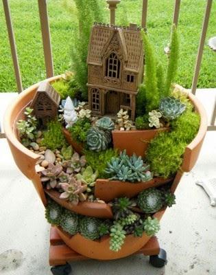 عمل تجميل للاواني المكسورة broken-pot-fairy-garden-6-315x400.jpg