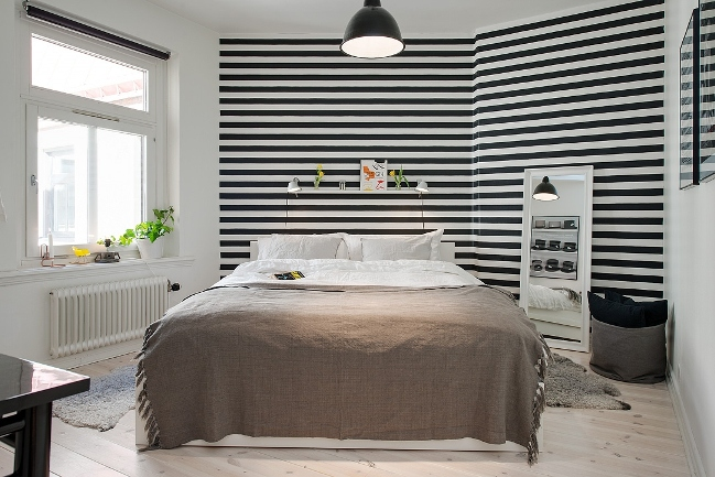 Habitación en blanco, negro y marrón