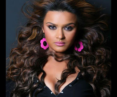 Aashka Goradia Height and Weight and Age
