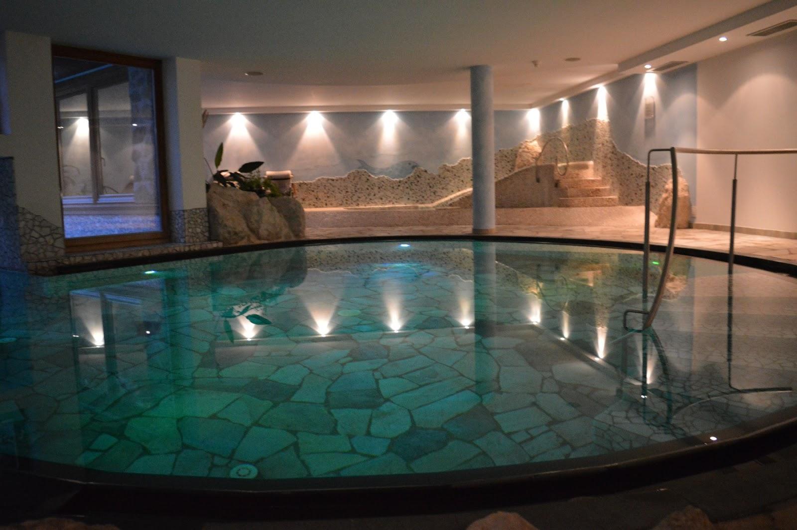 Hotel benessere in alto adige ecco il taubers unterwirt montagna di viaggi - Hotel in montagna con piscina ...