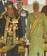 Yang Di Pertuan Agong dan Raja Permaisuri Agong Ketigabelas.