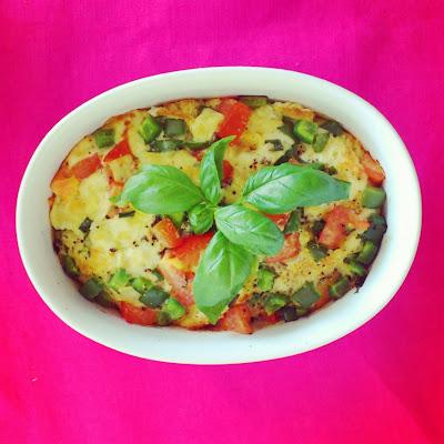 Zapiekana bagietka z warzywno-jajecznym nadzieniem + zapiekanka
