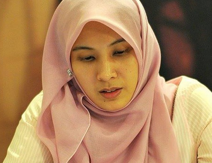 Ditahan, Nurul Izzah Diperlakukan Bak Penjahat Putri sulung pemimpin oposisi Malaysia, Nurul Izzah, hari ini, 17 Maret 2015, menjalani pemeriksaan atas tuduhan melanggar Undang-Undang Penghasutan