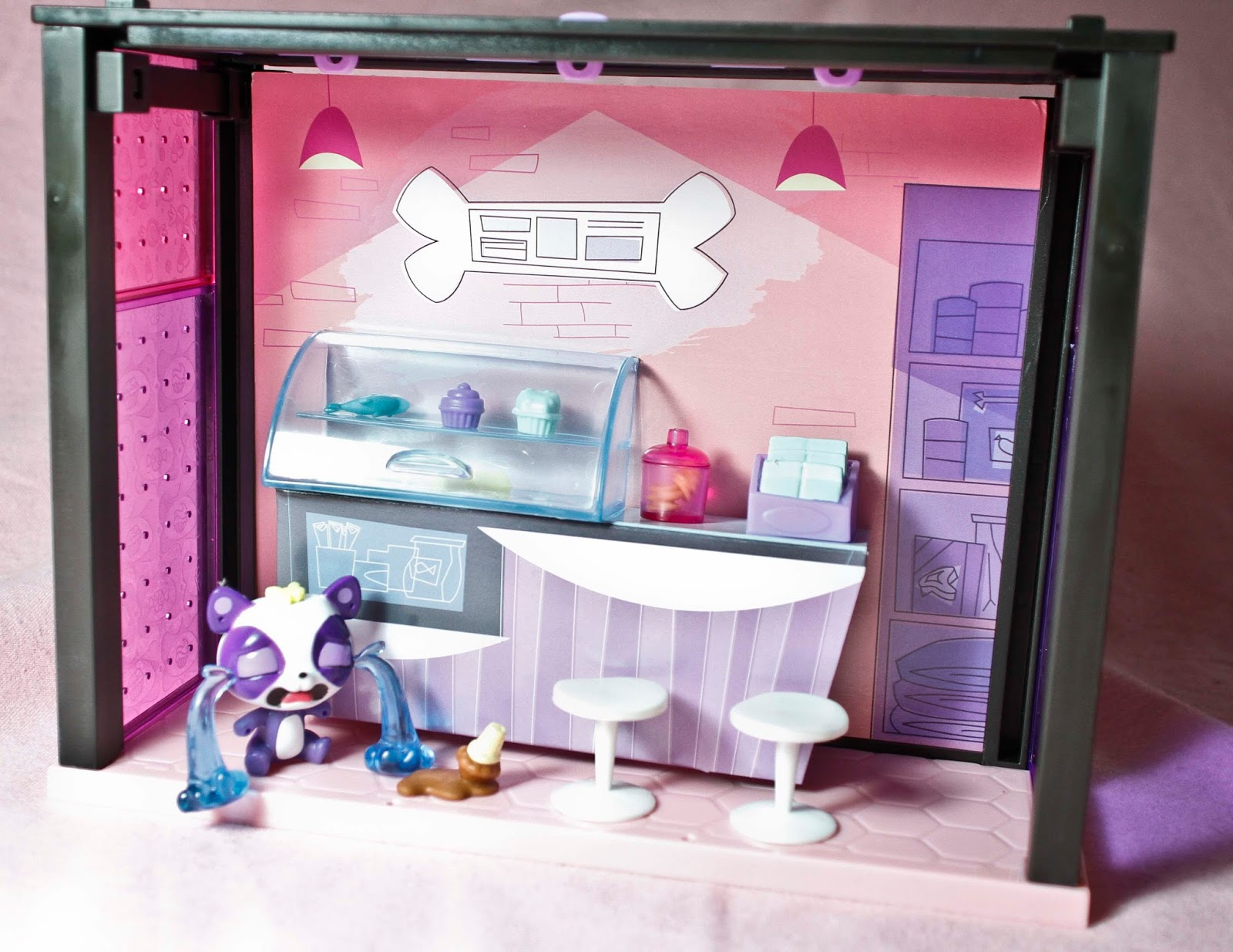 littlest pet shop yummy treats bar with pet and accessories fully set up and ready to play