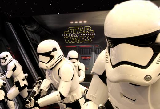SW-poster_web_main_REVISED%2B%25E6%258B%25B7%25E8%25B2%259D-Star-Wars-TFA