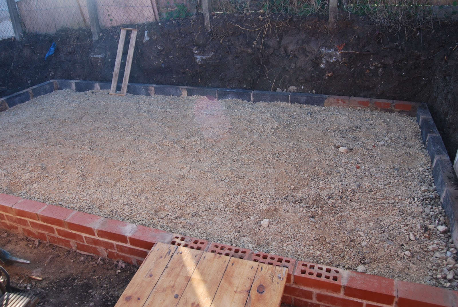 New block shed self build part 3 floor block laying brick i last shared the stone being whacked down ready for concreting layed the bricks up to damp proof course which would act as shuttering for levelling solutioingenieria Image collections