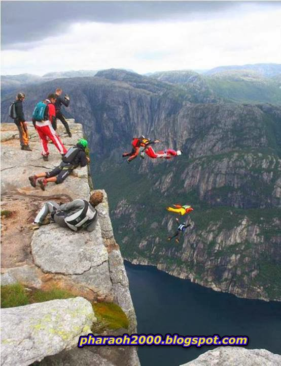 حافة القفز بالمظلات بجبل كاجيراج بالنرويج