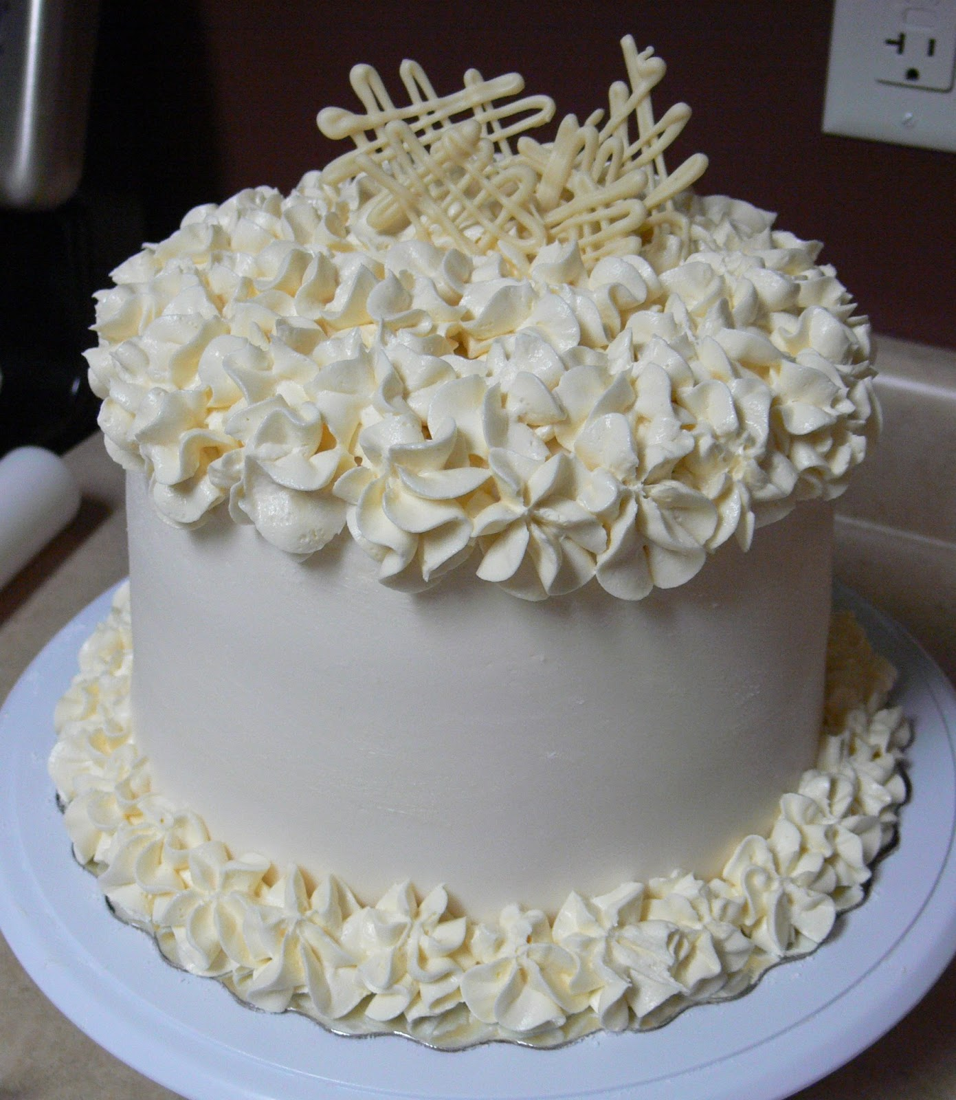 Wedding Cake Decorating Buttercream : The Ultimate Chocolate Blog: Chocolate Cake that Looks ...