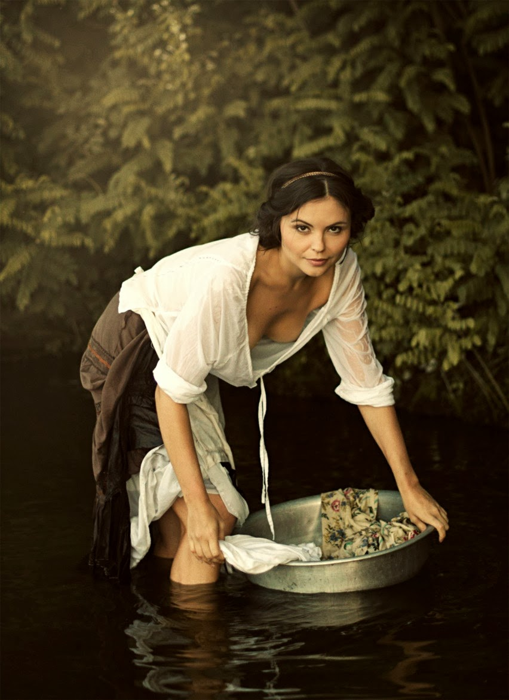 http://1.bp.blogspot.com/-Z_dOoTmGgkg/UxjsAqW0IXI/AAAAAAAANt8/r3KmRW_bo98/s2048/washing+woman+by+david+dubnitskiy.jpg