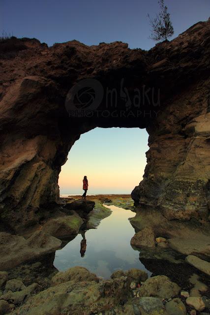 Bayangan senja di pantai Watu Parunu