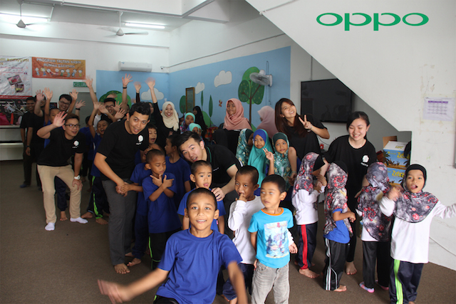 OPPO staff and volunteers playing games with children from Rumah Safiyyah