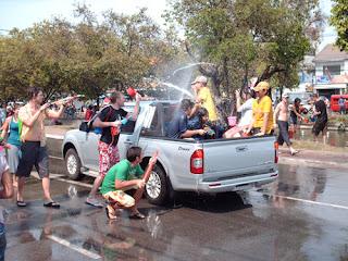 Songkhran, bataie cu apa