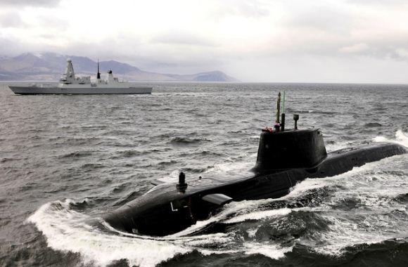 Kapal perusak Type 45 dan kapal selam nuklir Astute