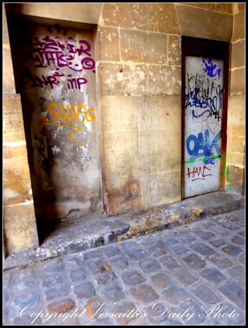 Graffiti tag king's stable petite écurie Versailles