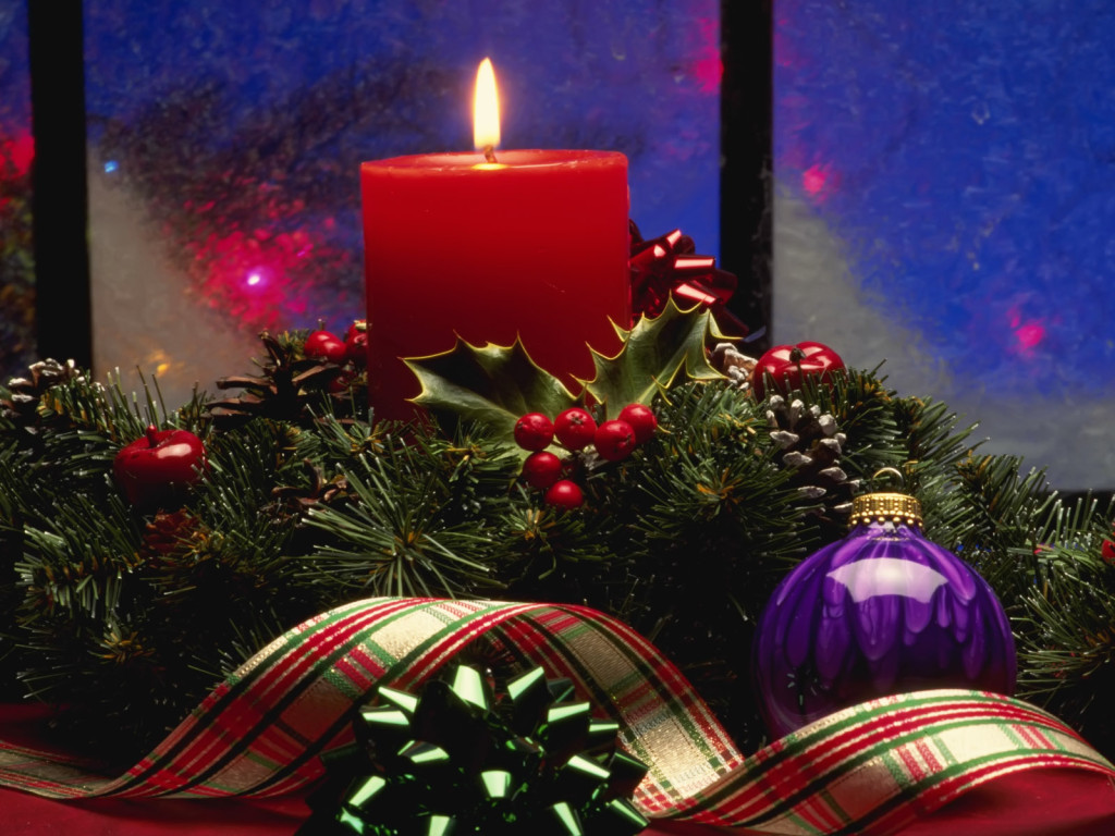 Christmas candle lights table decorations ideas images for Christmas candles and ornaments