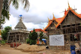Amplification of complex Wat Si Muang