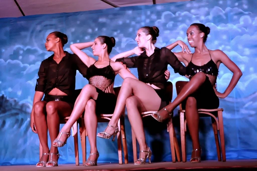 Bailarinas em coreografia em ritmo de tango