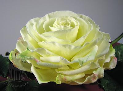 Geburtstagstorte mit Zuckerrose fondant gumpaste rose blütenpaste windbeuteltorte