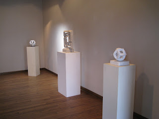 ギャラリーアイでの 久保極 彫刻展展示風景