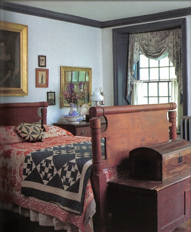 Eye for design decorating colonial primitive bedrooms for Colonial style interior decorating
