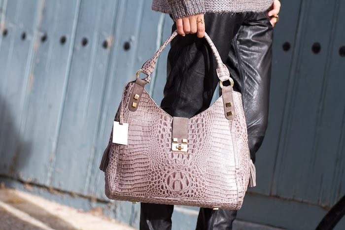 Bolso en cuero con grabado de cocodrilo / Embossed Croco Leather Bag: JOAQUIM FERRER